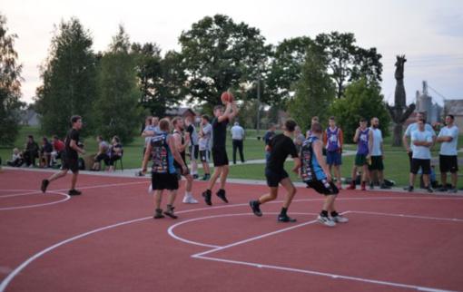Ažytėnų kaimo gyventojai jau džiaugiasi nauja sporto erdve