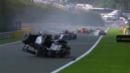"""Į kito piloto žūtimi pasibaigusią avariją patekęs """"Formulės 2"""" lenktynininkas – kritinės būklės"""