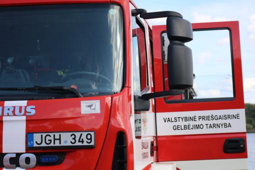 Didelis angarų gaisras Lentvaryje užgesintas (atnaujintas)