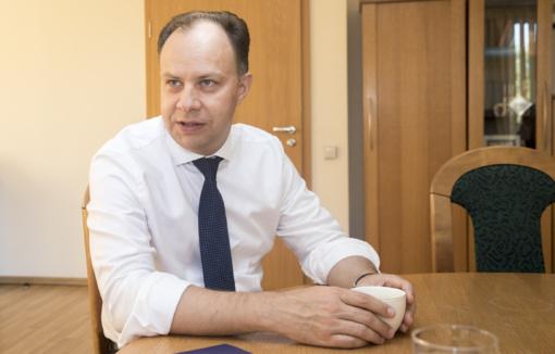 Liberalai prašo etikos sargų išsiaiškinti, ar teisėtai sveikatos ministrui  pratęsta praktikuojančio gydytojo licencija