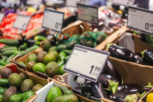 Prognozuojama, kad tam tikrų maisto produktų kainos artimiausiais mėnesiais mažės