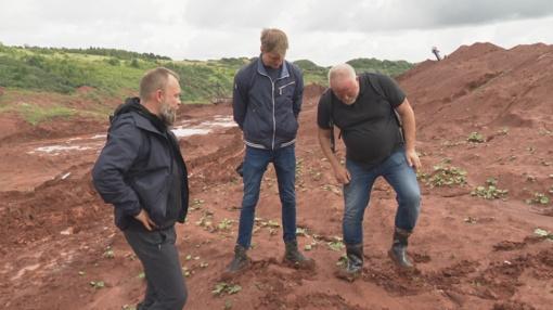 M. Starkus ir V. Radzevičius Akmenėje atrado dinozaurų pėdsakus ir Marso kanjonus (iki šeštadienio 17.25)