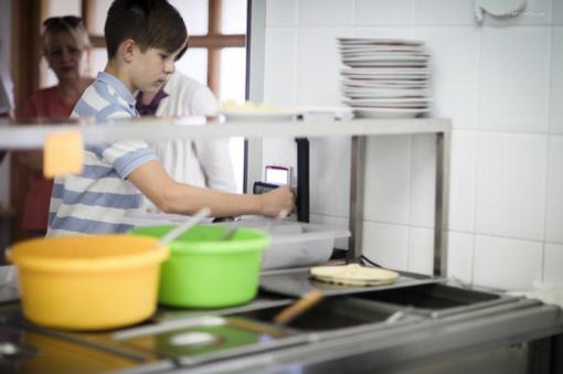 Šiauliai šoka į inovacijų traukinį: mokyklų valgyklos – be grynųjų pinigų