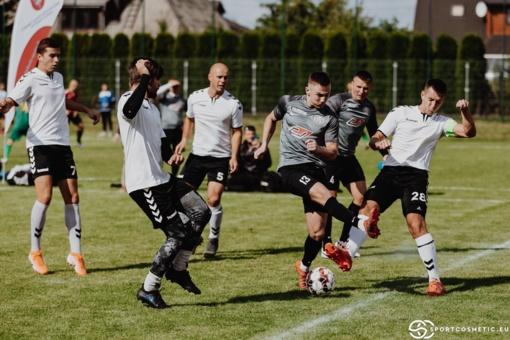 Ant nuostabios Jurbarko stadiono dangos finišo tiesiąją pasiekė visos Lietuvos mažojo futbolo čempionato komandos