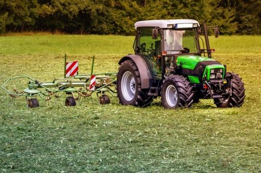 Pasikeitė Valstybės rinkliavų dydžiai už žemės ūkio technikos registravimą ir technines apžiūras