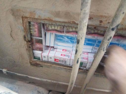 Baltarusė cigaretes gabeno automobilio dugne įrengtoje slėptuvėje