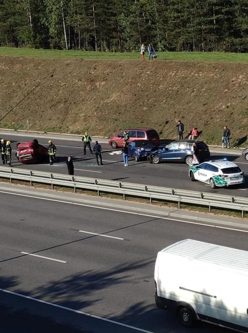 Vilniuje susidūrė trys automobiliai, vieną jų vairavo nėščia moteris