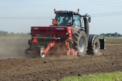 Europos parlamentarai ragins nutraukti Baltijos šalių žemdirbių diskriminaciją
