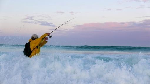 Žvejys to nesitikėjo: jūroje pagavo dinozaurą primenančią žuvį