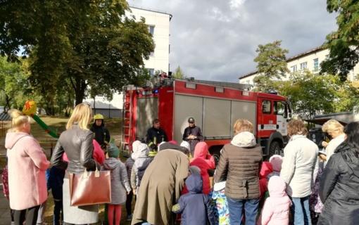 Darželinukai mokėsi evakuotis