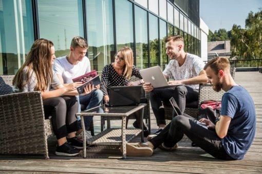 Vyriausybėje – siūlymai nedrausti atvykti užsienio studentams, investuotojams