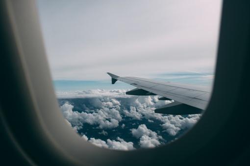 Vaiko kelionė lėktuvu – kokių dokumentų prireiks?