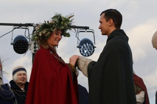 Šiauliečiai baltiškomis jungtuvėmis ir ugnimi paminėjo rudens lygiadienį
