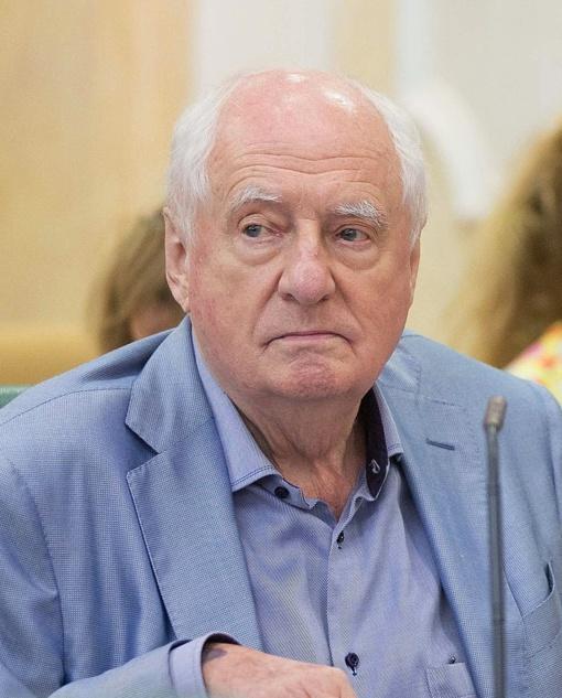 Mirė garsus Rusijos teatro režisierius Markas Zacharovas