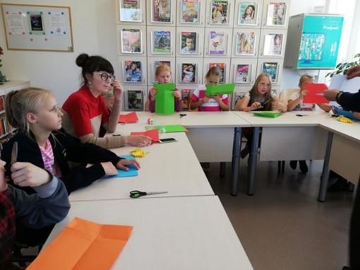 Nuotaikinga edukacinė popietė apie rudenį Pabradės miesto bibliotekoje - filiale