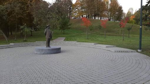 Nuo vandalų nukentėjo Chaimo Frenkelio skulptūra