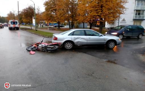Susidūrus automobiliui ir motociklui nukentėjo žmogus