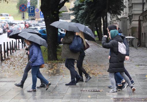 Lietuvos keliai šlapi, dulksnos ar lis daugelyje rajonų