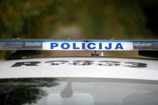 Širvintų rajone autobusas trenkėsi į namo sieną, prispaustas vairuotojas