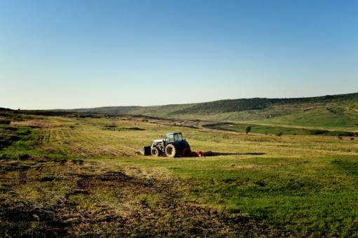 Varėnos r. iš traktoriaus ir kombaino pavogta 700 l dyzelinio kuro