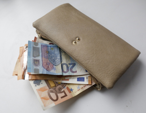 Gera žinia daliai gyventojų: į pinigines gali grįžti dėl krizės prarasti pinigai