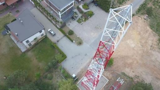Prie gyvenamųjų namų be gyventojų žinios pastatytam bokštui gresia likvidavimas