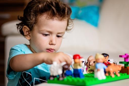 Kaip išrinkti tinkamą LEGO rinkinį savo vaikui?