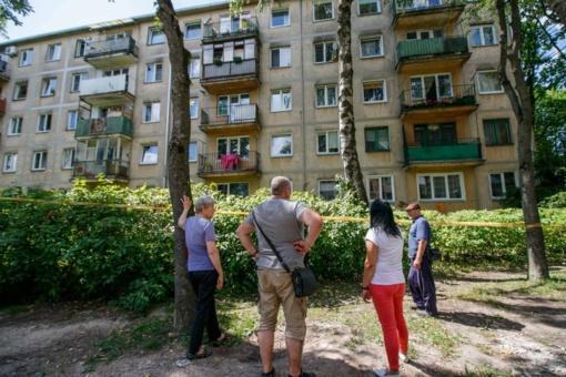 Griūvančiame name apsilankęs V. Matijošaitis gyventojams pažadėjo pagalbą