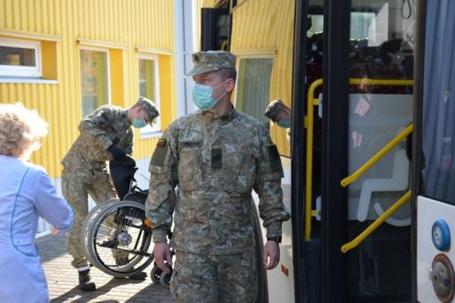 Alytuje aktyvuotos Taikos meto užduočių pajėgos – kariai vykdė gyventojų evakuaciją