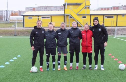 """""""Gintros-Universiteto"""" futbolininkėms tobulėti padės """"Futbolo PRO"""" treneriai"""