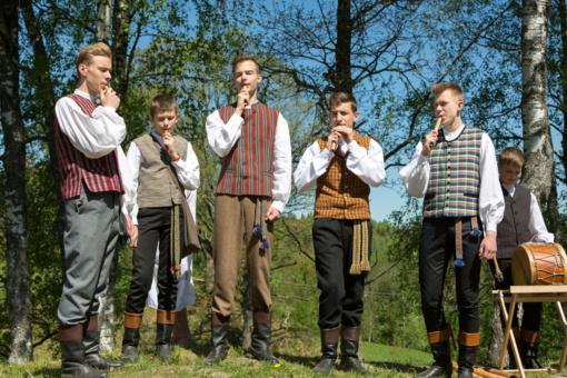 """Festivalyje """"Dudutis"""" – net du šimtai jaunųjų skudutininkų"""