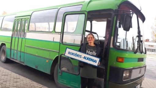 Prie autobuso vairo – mergytė