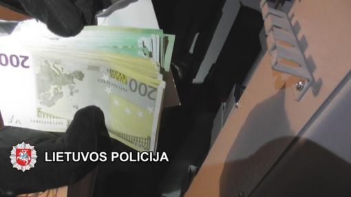 Autodetalėmis prekiaujančioje įmonėje tyrimas dėl sukčiavimo stambiu mastu