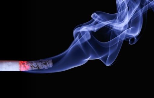 Iki 150 eurų siūloma bausti ir butų savininkus, slepiančius rūkančių balkonuose tapatybę