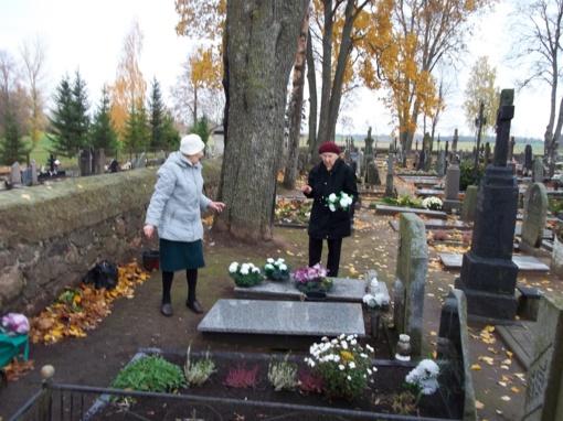 Reikalingas valdžios dėmesys Stačiūnų kapinėms
