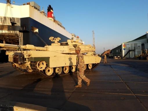 Į Lietuvą atvyksta JAV rotacinių pajėgų karinė technika