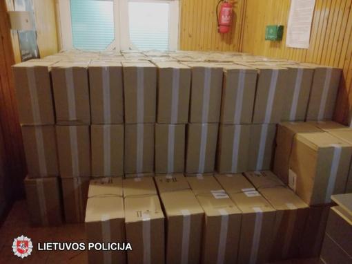 Mikroautobuse – 65 tūkst. pakelių cigarečių kontrabanda