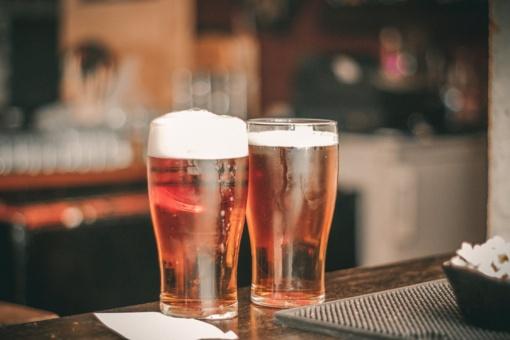 Alkoholio reklamos rebusas: nedraudžiama, bet... negalima. Kodėl?