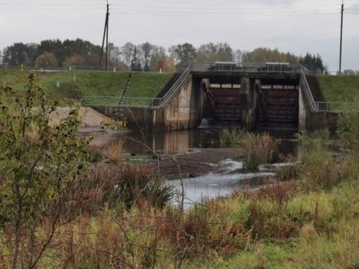 Senkanti ir patvinstanti upė