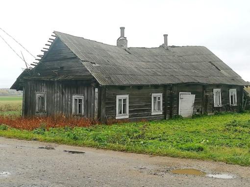 Kaimas prie kelio