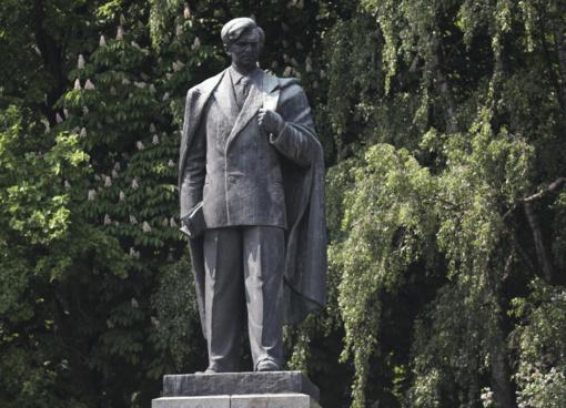 Vilniaus savivaldybėje bus svarstomas P. Cvirkos paminklo likimas