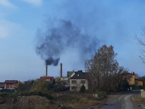 Palemono gyventojus išgąsdino ore sklindantys juodi dūmai