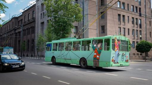 Pirmą kartą Kaune: įvairiaspalvių troleibusų ekspozicija po atviru dangumi