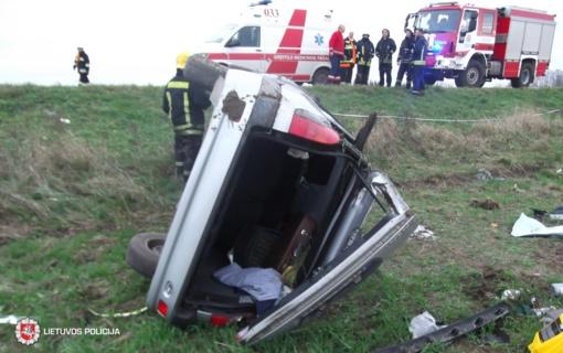 Vėlinių savaitgalį eismo įvykiuose – dešimtys sužeistųjų, virš šimto neblaivių vairuotojų
