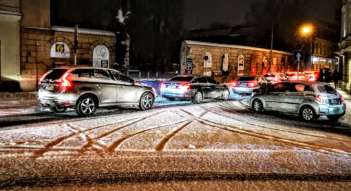 Atsibodo žieminės kelių spūstys? Naudingi patarimai, kaip jų išvengti