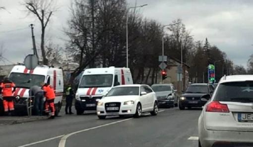 Panevėžyje į avariją pateko greitosios medicinos pagalbos automobilis