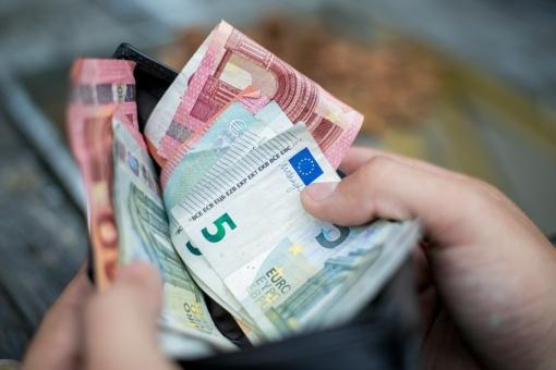 Už nelegaliai įdarbintus nepilnamečius – 1100 eurų bauda