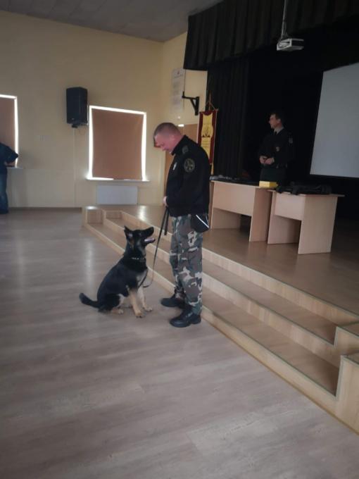 Simono Daukanto gimnazijos mokiniai susitiko su Šiaulių pasienio užkardos pareigūnais