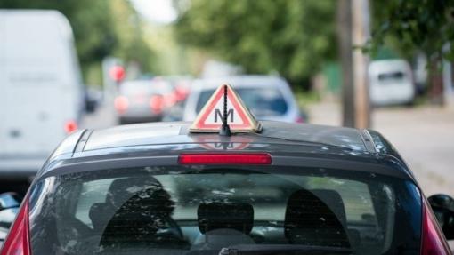 Klaipėdoje per avariją sužalota mokomojo automobilio vairuotoja