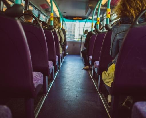 Vaikai viešajame transporte: pažeidimai, lengvatos ir kontrolierių elgsena